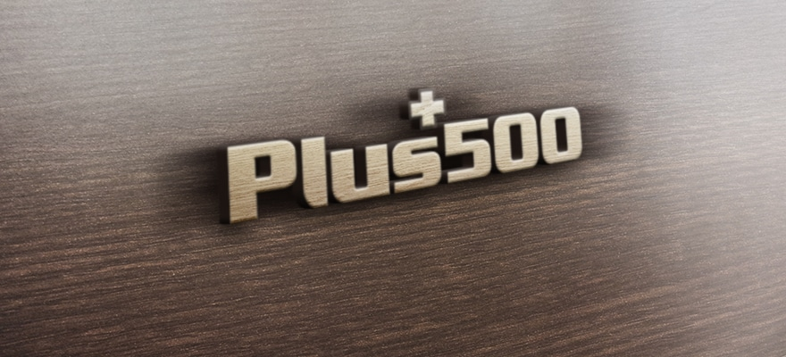 Plus500 logo on a wooden board