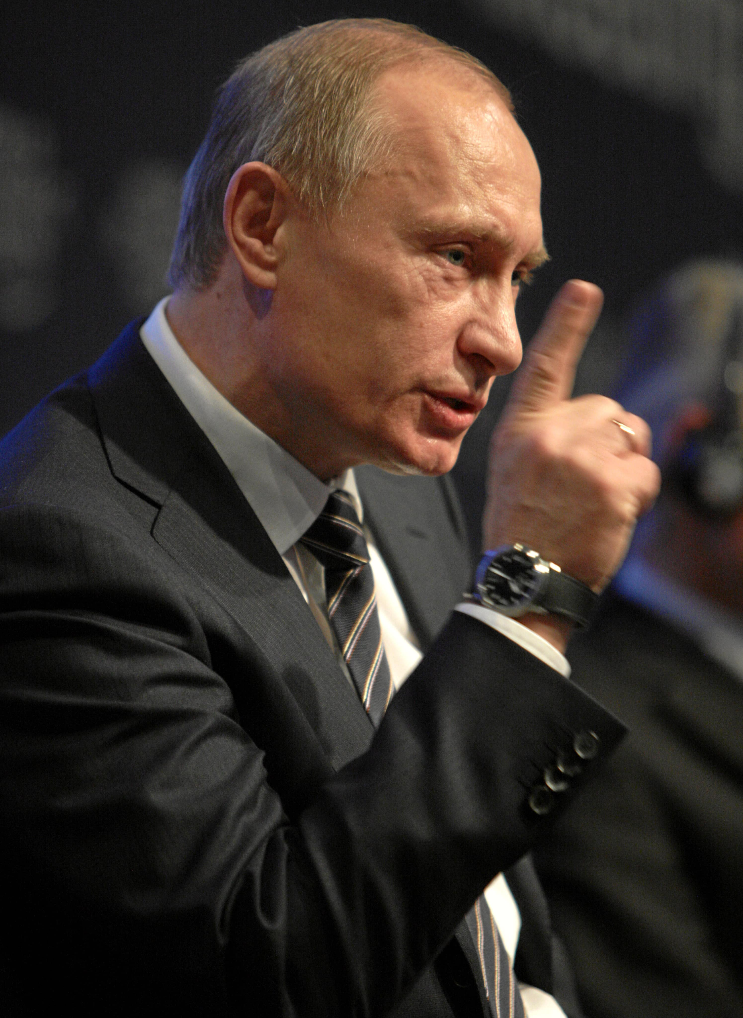 Putin Tries to Reassure APEC Investors Amid Ruble Record Lows