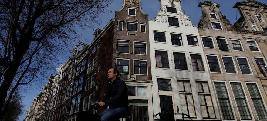 Amsterdam Emerges as Dark-Horse Candidate in Brexit Banking Race