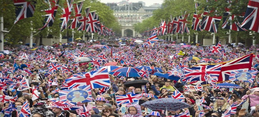 Brits celebrate the queen's jubilee outside buckingham palace