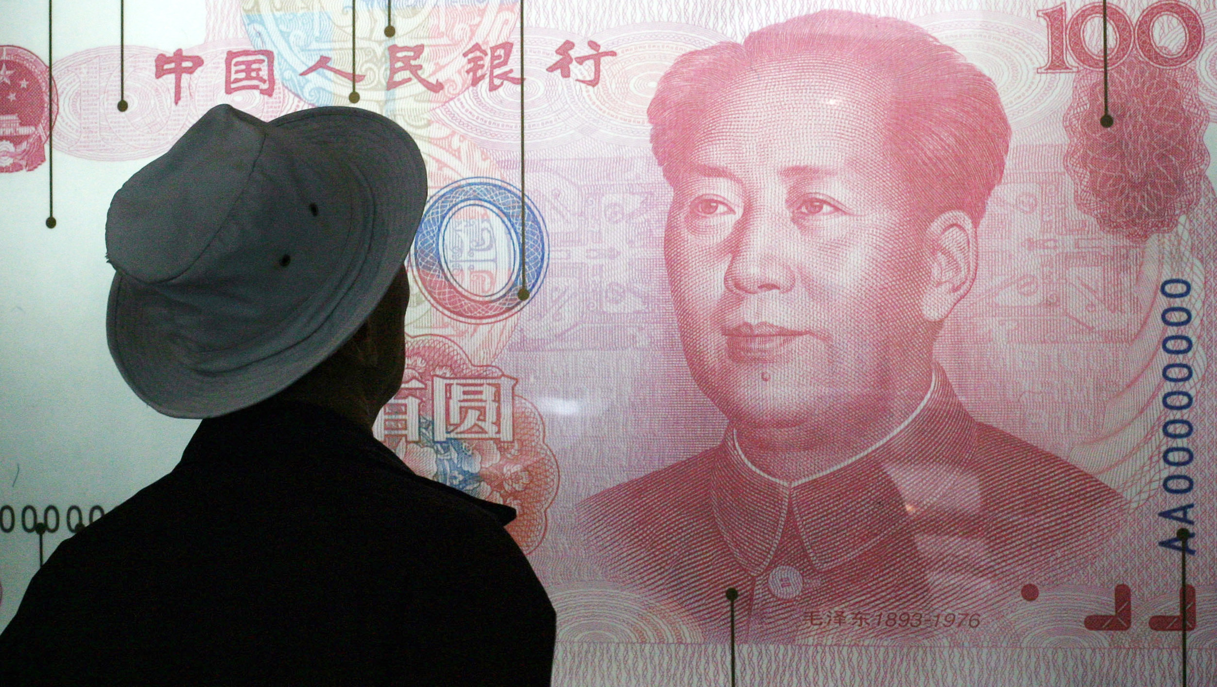 A look at an enlarged Chinese 100 Yuan note in a museum in Beijing. (Photo: Bloomberg)
