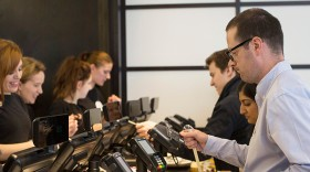 Customers-Pay-With-Contactless-Cards
